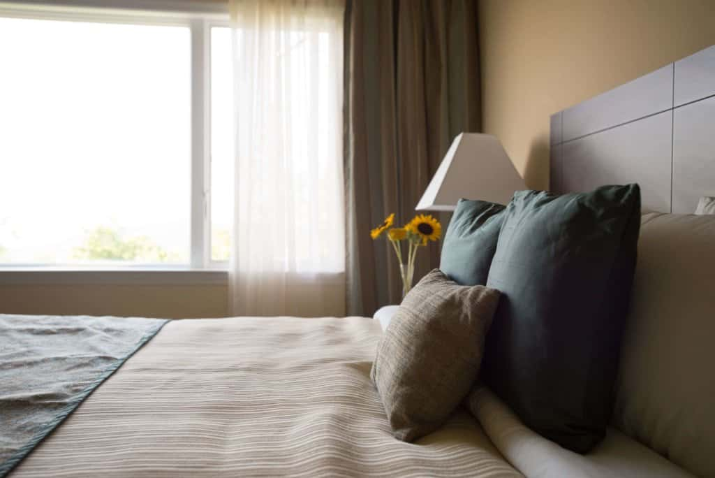 Detox retreat participants can repose in luxurious hotel rooms.