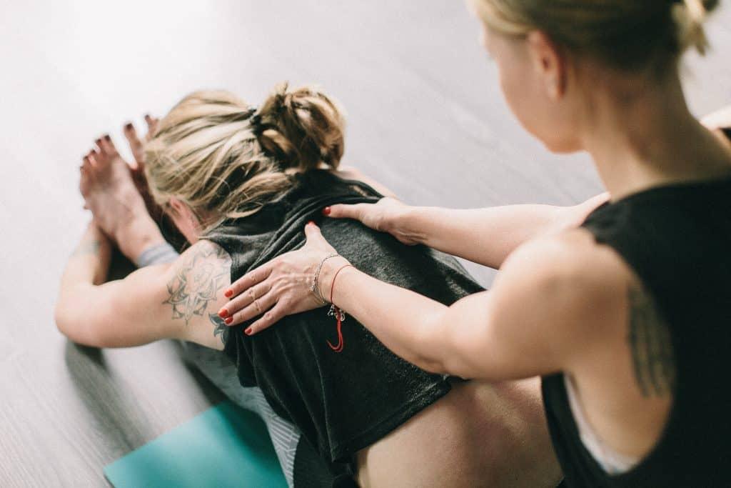 Beginner Yoga Tips - the Art of Living Retreat Center