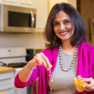 photo Nalini Mehta cooking