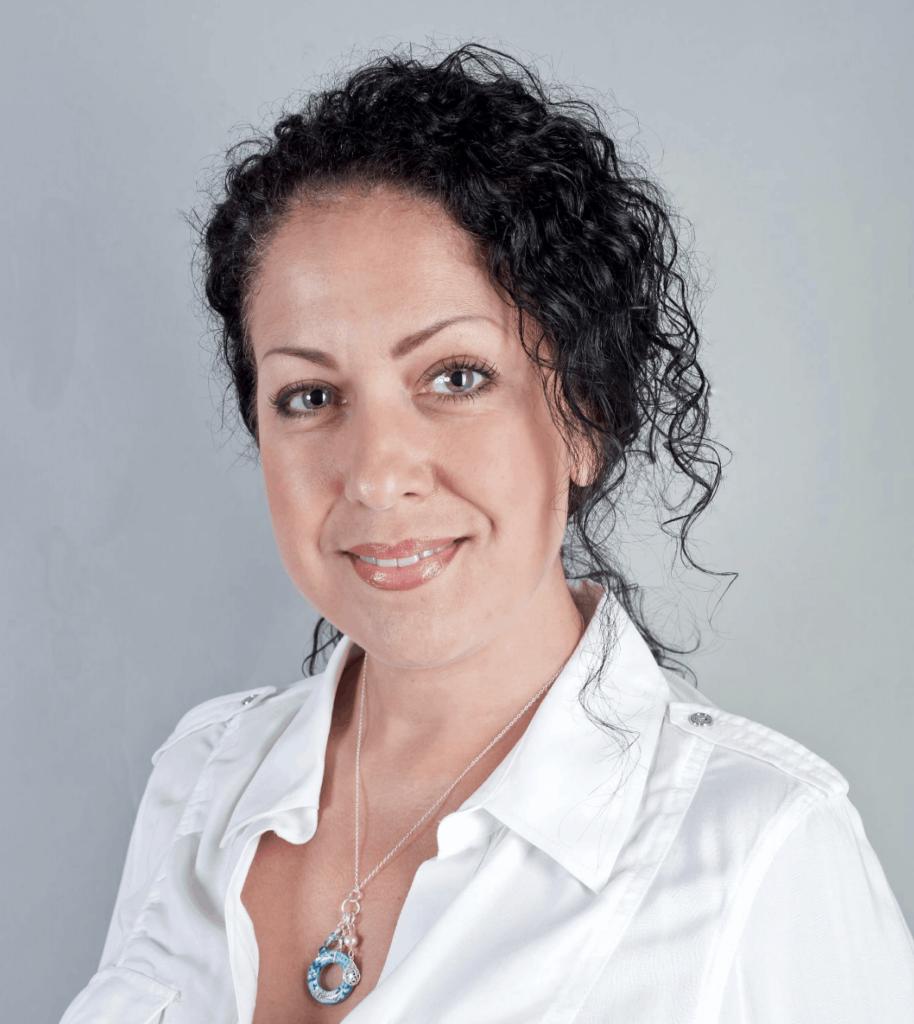 Anna Pereira Headshot