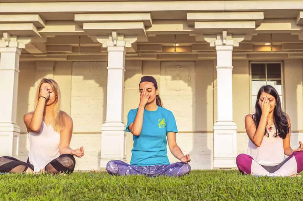 meditate_women